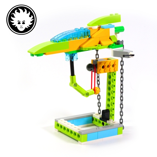 A LEGOWeDo 2.0 floating spaceship model based on tensegrity