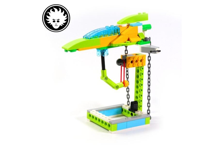 LEGO WeDo 2.0 floating spaceship
